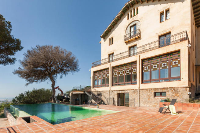 Swimming pool sun terrace rear facade Villa Paula Zona Alta Barcelona