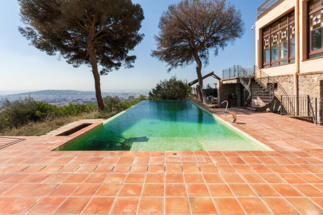 Swimming pool infinity edge Villa Paula Zona Alta Barcelona