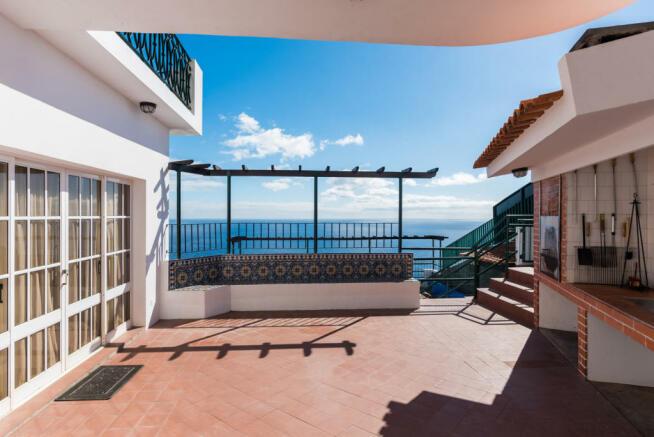 Outdoor cooking area barbecue ocean sea view Villa Aquarela Madeira Portugal
