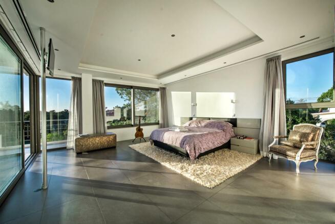 Bedroom master stone floor sliding doors blacony Villa Sara Quinta do Lago Algarve