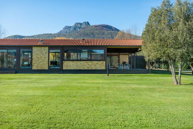 Garden facade Finca Mia Vall d'en Bas Girona