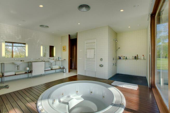Bathroom hot tub twin sink shower Finca Mia Vall d'en Bas Girona