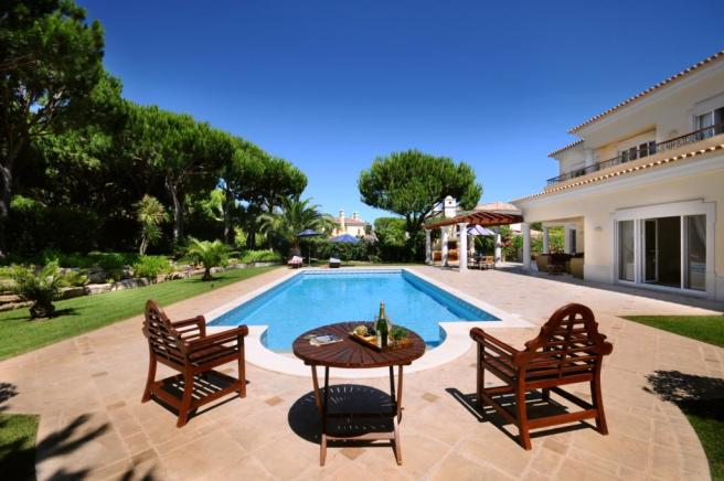 Swimming pool sun terrace Villa Marisa Quinta do Lago Portugal