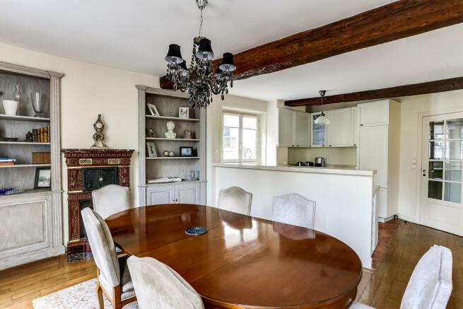 Dining room wood floors beams fireplace Rue de Turenne Paris