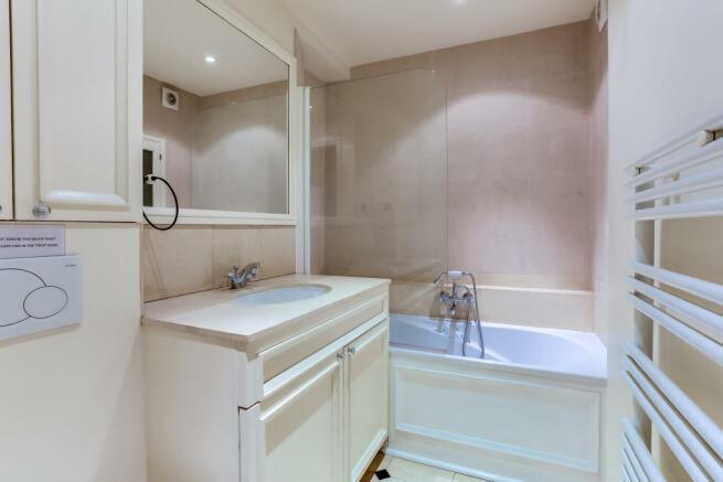 Bathroom marble sink Rue de Turenne Paris