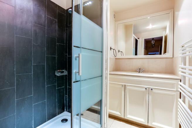 Bathroom shower slate marble Rue de Turenne Paris
