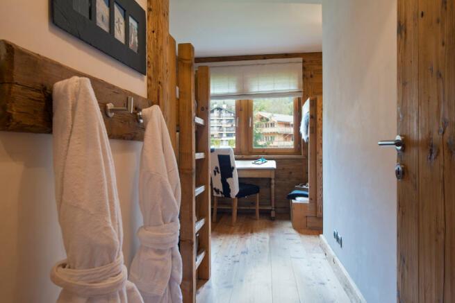 Children's bedroom with bunk bed at Valentine 210