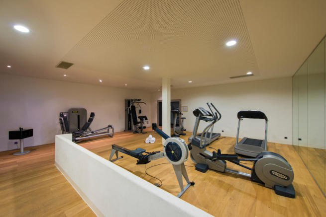 Gym and exercise equipment at Valentine 210