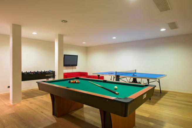 Games room with pool table, table tennis and table football at Valentine 210