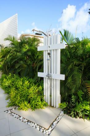 Outdoor shower Footprints Barbados