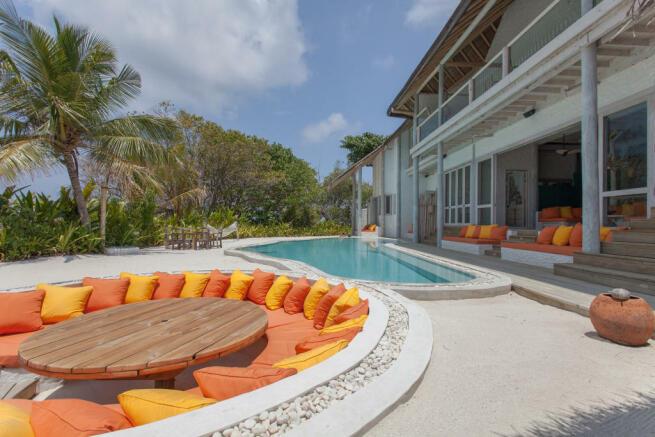 Sunken dining area swimming pool outdoor Villa Sunrise at Soneva Fushi Maldives