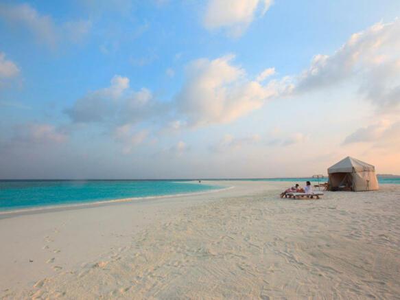 Sandbank picnic aerial Soneva Fushi Maldives