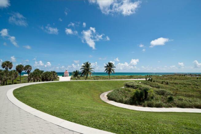 Beach access driveway Three Hundred Collins Florida Miami