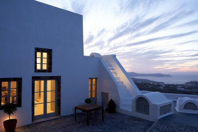 Rear facade Villa Fabrica Santorini