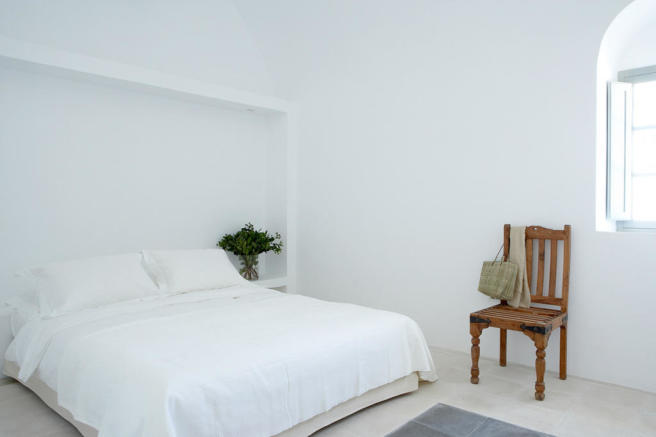 Bedroom stone floor Villa Fabrica Santorini