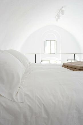 Bedroom mezzanine Villa Fabrica Santorini