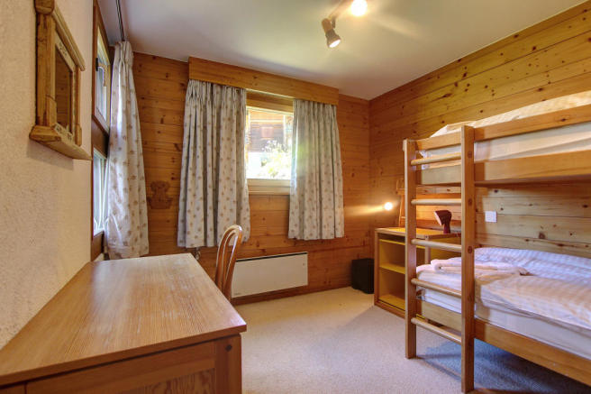 Children's bedroom with bunkbeds at Chalet Lievre in Verbier