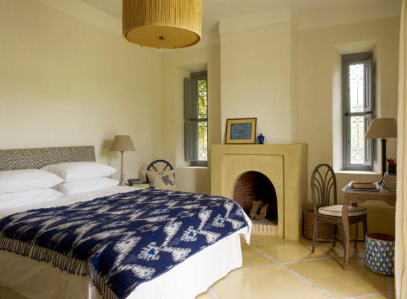 Bedroom with tiled floor at Villa Jardin