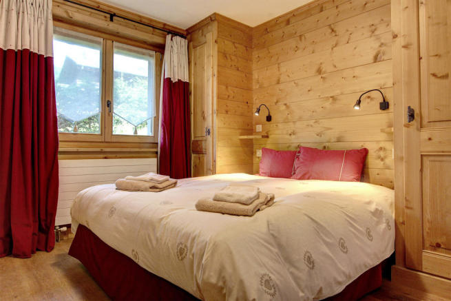 Master bedroom at Gai Torrent apartment in Verbier