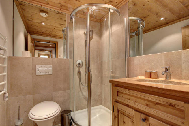 Tiled shower room at Gai Torrent apartment in Verbier
