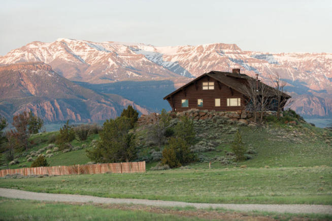 Four Bear Ranch main house with mountain backdrop