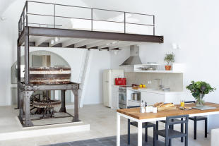 Mezzanine bedroom kitchen Villa Fabrica Santorini