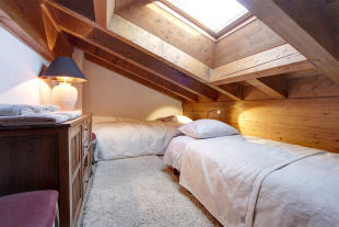 Bedroom twin skylight Le Clarmont Penthouse Verbier