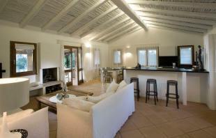 Dining room living kitchen open plan breakfast bar Villa Ross Sardinia
