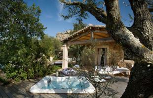 Hot tub decking outdoor Villa Ross Sardinia