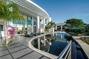Swimming pool rear facade Villa Sara Quinta do Lago Algarve