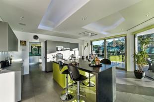 Kitchen stone floor breakfast bar sliding doors Villa Sara Quinta do Lago Algarve