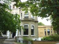 2 bed Flat to rent in Eaton Gardens, Hove