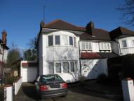 4 bedroom house in Hendon Way, London...