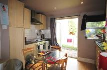 2 bedroom Ground Flat in First Avenue, London, NW4