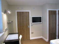 12 bed Flat to rent in The Railway...