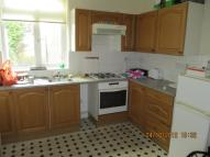 2 bed Flat to rent in High Road, London, N12