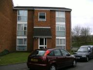 Flat to rent in Shurland Avenue...