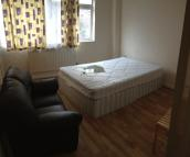 3 bedroom Maisonette in Nightingale Road, London...