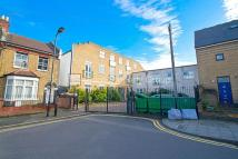 Flat to rent in Somerford Grove...