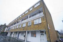 3 bedroom Flat in Cleveland Way...