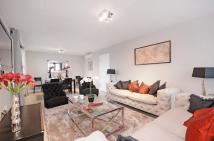 3 bedroom house in St Johns Wood Park...