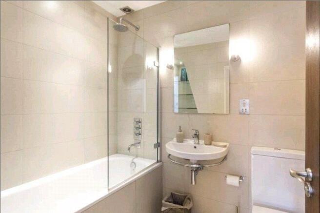 Flat 5 Bathroom.jpg