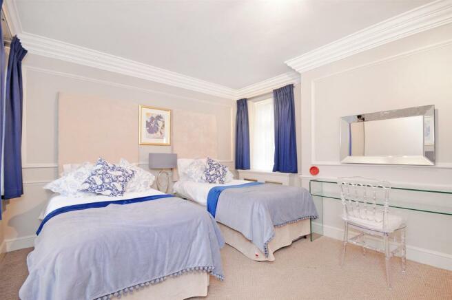 1 HHFJ twin bedroom.