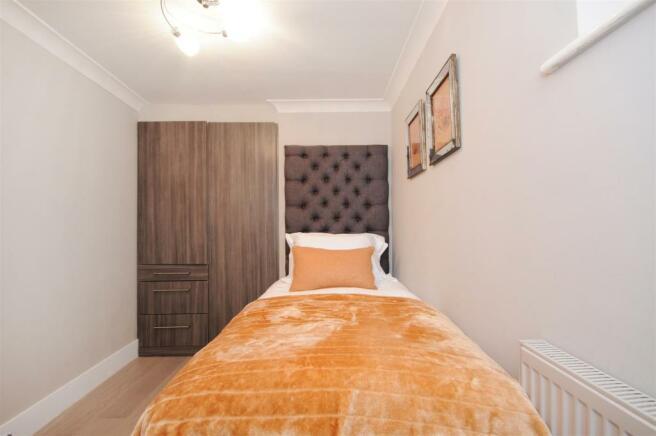 GF 95 FJ bedroom 3 (