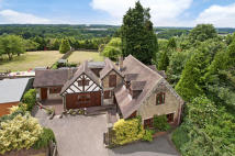 5 bedroom Detached home in 3 Bedroom House plus 2...