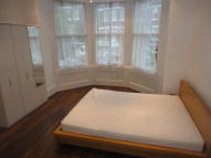 Flat in Pinfold Road, London...