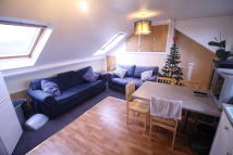 3 bed Flat to rent in Martin Way, Morden...