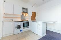 Studio apartment to rent in Gleneldon Road...