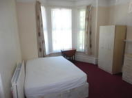 Studio apartment to rent in Birdhurst Road, Croydon...