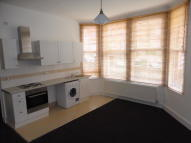 Studio flat in Gleneldon Road, London...